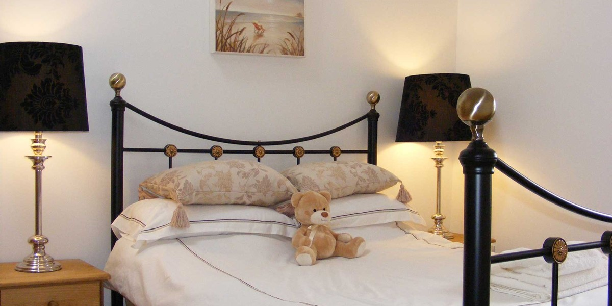 Sunny Corner Double Bed
