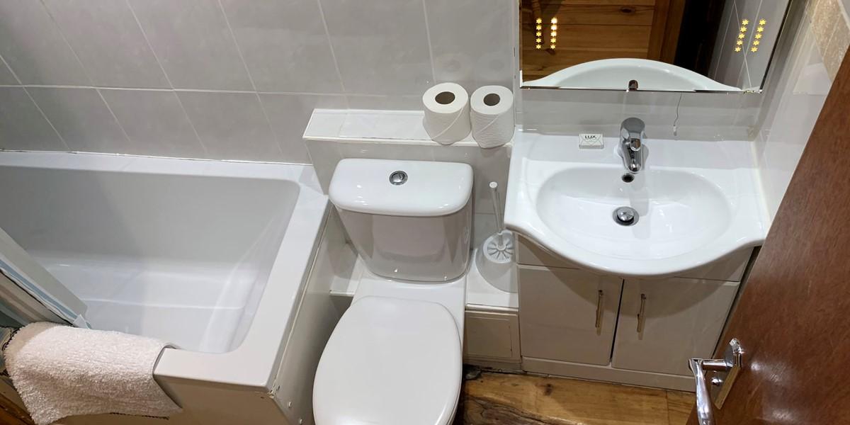 Penthouse 3 Main Bathroom